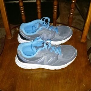 Shoes - New Balance 490 V3 sneakers